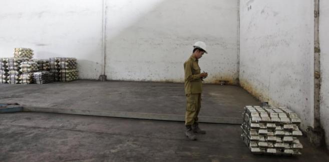 Sztaby cyny w prywatnej rafinerii Pangkal Pinang w Indonezji.
