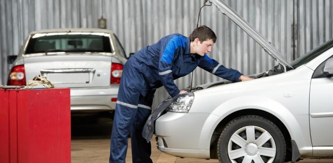 Według szacunków stowarzyszenia poza systemem stacji demontażu pojazdów jest około 65 procent pojazdów wycofanych z eksploatacji.