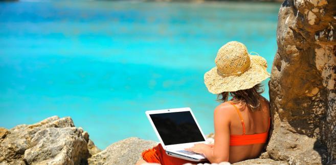 Fiskus twierdzi, że biura podróży muszą odprowadzać podatek od wpłat otrzymywanych od klientów.
