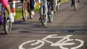 Rower będzie mógł być przewożony albo w specjalnym stojaku w pociągach, albo w w wyznaczonym miejscu w autobusie, tramwaju lub metrze.