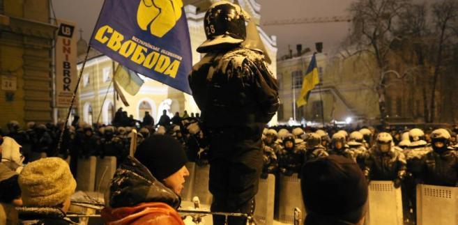 Ukraińska milicja przed jedną z barykad