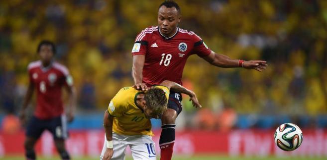 Juan Camilo Zuniga faulujący Neymara, Fot. PAP/DPA/Marius Becker