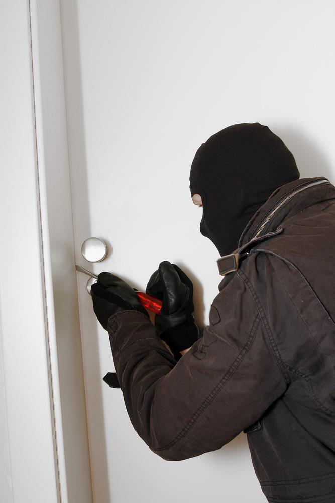mieszkanie, włamanie, złodziej