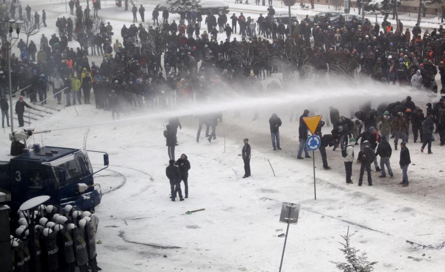2074919-starcie-protestujacych-z-policja