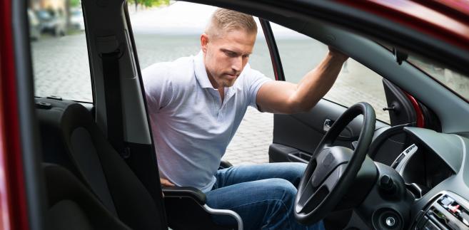 """Jak dodał Trybunał zakwestionowane przepisy """"pozornie tylko ułatwiając osobom niepełnosprawnym zdobywanie uprawnienia prawa jazdy kategorii B"""""""