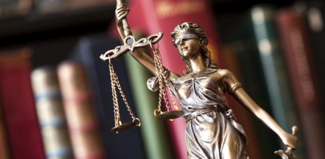 Klient pozwał radcę prawnego, który został wyznaczony dla niego do udzielenia pomocy prawnej z urzędu w sprawie wniesienia skargi kasacyjnej i o stwierdzenie niezgodności z prawem wyroku Sądu Apelacyjnego w Gdańsku. Domagał się od prawnika kwoty 70 tys. zł.