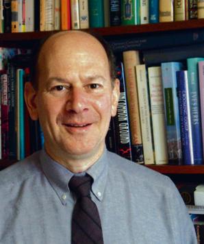 """Jesse H. Ausubel profesor nowojorskiego Uniwersytetu Rockefellera. Dyrektor programu badawczego, którego celem jest opracowanie wizji """"dużego, dobrze prosperującego społeczeństwa, które w śladowym stopniu, jeśli w ogóle, szkodzi naturze i oddaje morza i ziemię przyrodzie"""", a jego badania """"obejmują lasy, uprawy, życie morskie, populację ludzką, energię, surowce oraz klimat, a także nauki o życiu, ziemi i nauki inżynieryjne, poparte są przy tym pracami z zakresu matematyki wzrostu i dyfuzji"""""""