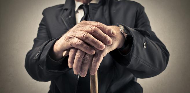 Dodatek kombatancki to świadczenie przysługujące kombatantom oraz innym osobom uprawnionym, pobierającym emeryturę lub rentę bądź uposażenie w stanie spoczynku albo uposażenie rodzinne.
