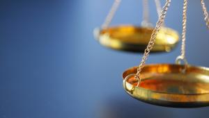 Orzeczenie wydaje sąd i organ administracyjny, a nie sędzia i urzędnik.