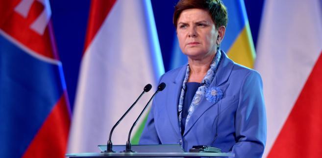 """Premier Beata Szydło podczas sesji plenarnej """"Środkowa i Wschodnia Europa - czy możemy mówić jednym głosem?""""."""