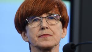 """Przypomnę, że nasi poprzednicy wzięli ponad 150 mld zł z OFE i jakoś do polskich rodzin nie trafiła z tych pieniędzy ani złotówka"""" - dodała Elżbieta Rafalska"""