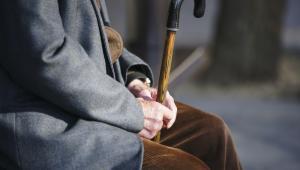 Najwyższa Izba Kontroli przypomina, że usługi opiekuńcze świadczone osobom starszym w miejscu zamieszkania - zgodnie z definicją ustawową - powinny obejmować pomoc w zaspokajaniu codziennych potrzeb życiowych, opiekę higieniczną, zaleconą przez lekarza pielęgnację i w miarę możliwości kontakty z otoczeniem.