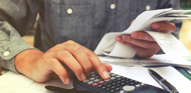Brak odliczenia wydatków zmniejszających podatek lub przychód czy dochód sprawia, że podatnik odprowadza większy podatek na rzecz fiskusa.