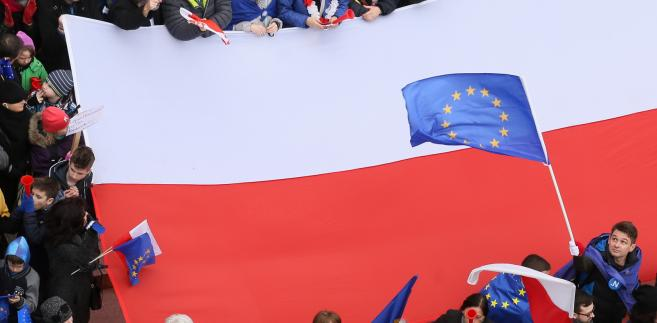 """""""Marsz dla Europy: Kocham Cię Europo"""". Manifestacje nie tylko w Warszawie [ZDJĘCIA]"""