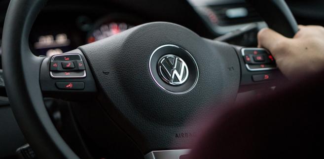 Dieselgate, czyli afera z fałszowaniem danych emisyjnych przez koncern Volkswagen, rozchodzi się po kościach.