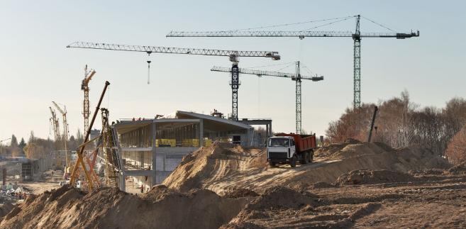Przed skutecznym zawiadomieniem o zakończeniu budowy albo uzyskaniem pozwolenia na użytkowanie właściciel nie może dopuścić do samowolnego użytkowania obiektu przez inne podmioty.