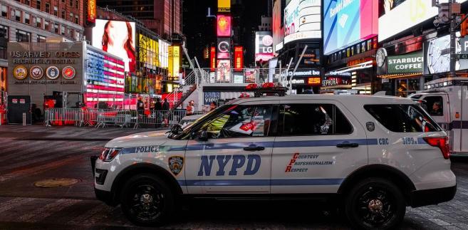 Burmistrz Nowego Jorku Bill de Blasio poinformował w środę, że władze nie zaobserwowały żadnych innych dodatkowych, wiarygodnych zagrożeń terrorystycznych wymierzonych w miasto.