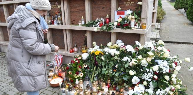 Grób Piotra Szczęsnego na cmentarzu Salwatorskim w Krakowie.