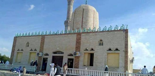 Meczet w Egipcie w chwilę po zamachu