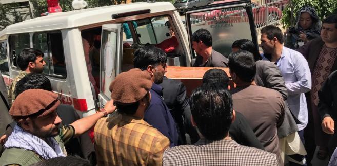 W czwartek prezydent Afganistanu Aszraf Ghani ogłosił jednostronne bezwarunkowe zawieszenie broni z talibami od 12 do 20 czerwca, co właśnie zbiega się z zakończeniem ramadanu. Zastrzegł jednak, że zawieszenie broni nie dotyczy Państwa Islamskiego i Al-Kaidy.