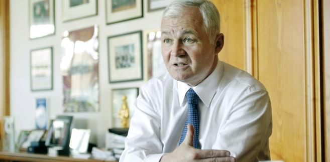 Polskim kandydatem jest Jan Krzysztof Bielecki, b. premier, wieloletni dyrektor wykonawczy EBOR-u, b. szef banku Pekao i obecny szef Rady Gospodarczej przy premierze.