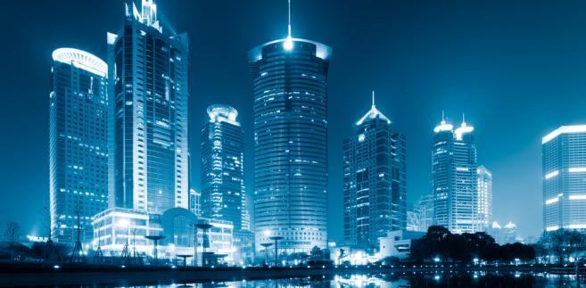 Koszty eksploatacyjne wieżowców są również bardzo wysokie. Szacuje się, że jeden dzień pracy 420-metrowego szanghajskiego Jin Mao Tower kosztuje 1 mln juanów.