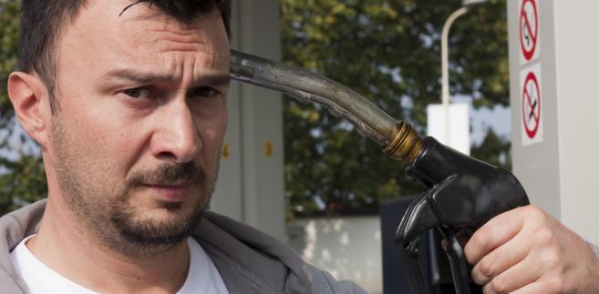 Branża ocenia, że co dziesiąty litr tego paliwa sprzedawany jest nielegalnie.