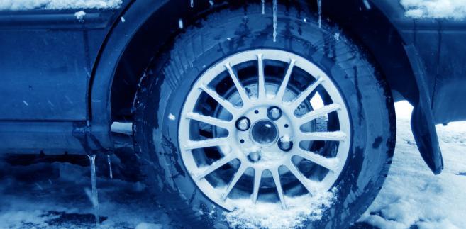 Obfite opadu śniegu w miniony weekend na dobre rozkręciły sprzedaż opon zimowych.
