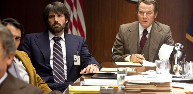 "Ben Affleck i Bryan Cranston w filmie ""Operacja Argo"""