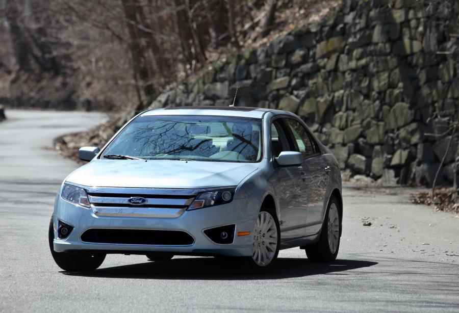 6. Ford Fusion Hybrid. Oszczędności w ciągu 5 lat obliczono na 1202 dol.