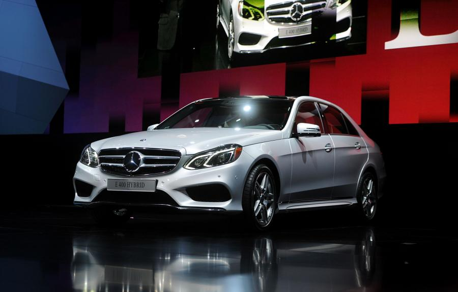 North American International Auto Show 2013: Mercedes-Benz logo E-400 Hybrid