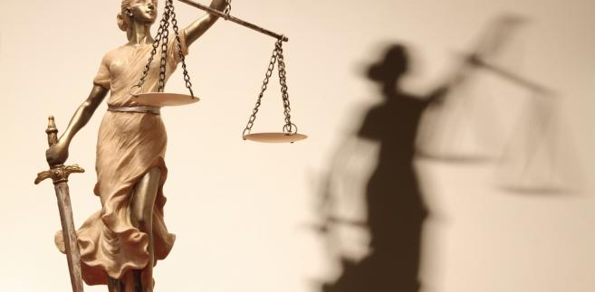 Doniesienie do prokuratury ma związek z nieujawnieniem przez SN umów (o dzieło i zleceń), które zawierał on ze swoimi pracownikami w okresie od 1 stycznia 2013 r. do 26 września 2013 r.