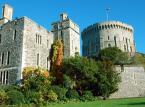 Zamek królewski w Windsorze – od 1110 rezydencja królów angielskich, położona w mieście Windsor (hrabstwo Berkshire w Anglii). Razem z Buckingham Palace w Londynie i Pałacem Holyrood w Edynburgu jest jedną z głównych oficjalnych rezydencji brytyjskich monarchów. Królowa Elżbieta II spędza w zamku wiele weekendów w ciągu roku, przyjmując tu zarówno oficjalnych, jak i prywatnych gości. Zamek Windsor jest największym zamieszkiwanym zamkiem na świecie, ma aż 800 m długości i aż 19 baszt. Powierzchnia jego podłóg wynosi ok. 45 000 m².