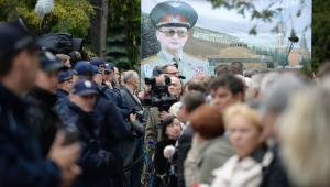 Na Powązkach zgromadzili się przeciwnicy pochowania gen. Jaruzelskiego na tym cmentarzu PAP/Jacek Turczyk
