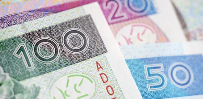 Pracownicy, którzy dostaną dodatkowe bonusy od pracodawcy, muszą wykazać przychód i zapłacić podatek