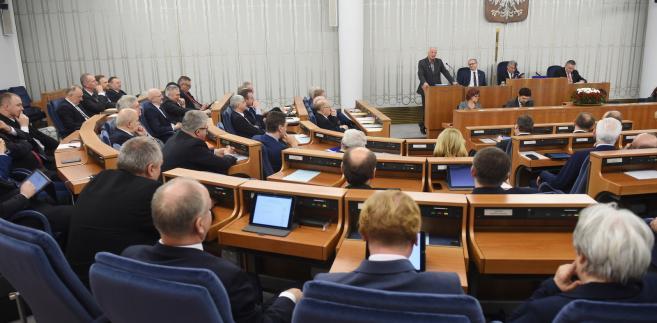 Senator Jan Rulewski i marszałek Senatu Stanisław Karczewski podczas obrad Senatu.