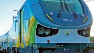 Z 22 piętrowych wagonów i dwóch lokomotyw dla Kolei Mazowieckich do wczoraj odebrano mniej niż połowę