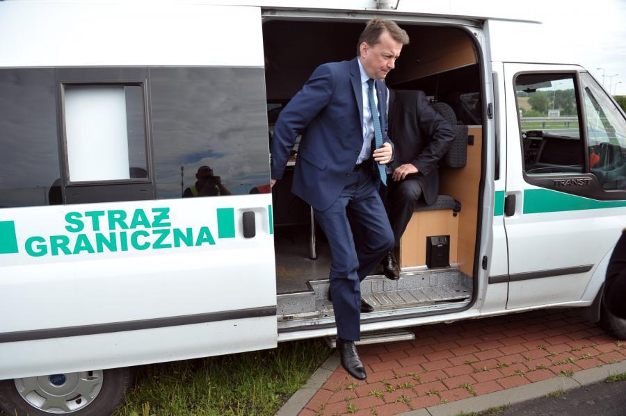 Minister spraw wewnętrznych i administracji Mariusz Błaszczak, podczas wizyty w punkcie kontroli granicznej w Kołbaskowie