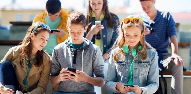 Wychowani z telefonem w ręku. Wszystko o pokoleniu Z