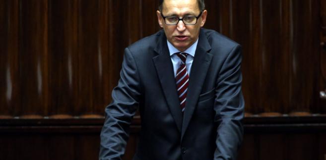 """""""Dzisiaj, po 28 latach wolnej Polski, zajmujemy się usuwaniem z przestrzeni publicznej symboli systemów totalitarnych, to jest wielkie zaniechanie mojego pokolenia i wy to macie zmienić"""" - powiedział prezes Instytutu Pamięci Narodowej."""