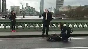 Telegraph: Na Moście Westminsterskim samochód uderzał w przechodniów