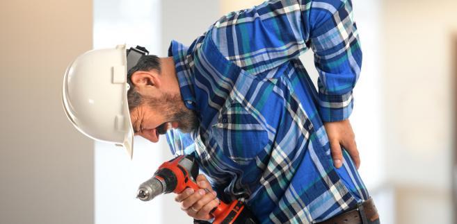 Okoliczności i przyczyny zdarzenia, zgodnie z przepisami rozporządzenia w sprawie ustalania okoliczności i przyczyn wypadków przy pracy, analizuje zespół powypadkowy.