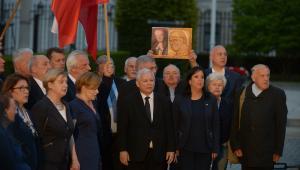 Prezes PiS Jarosław Kaczyński podczas uroczystości przed Pałacem Prezydenckim w Warszawie.