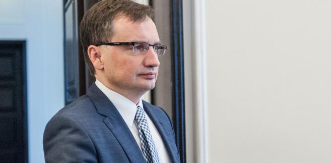 Po wejściu w życie nowych przepisów szef resortu dostanie sześć miesięcy na zaprowadzenie gruntownych porządków personalnych w sądach