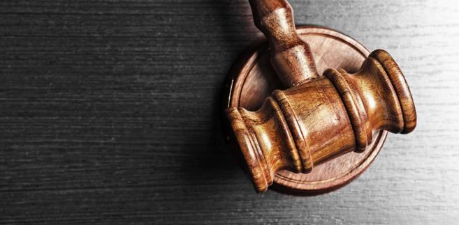 Z kolei przedstawiciele kierownictwa resortu sprawiedliwości zapowiadają, że nie pozostawią tych uchwał bez konsekwencji. Na razie jednak nie wiadomo, jaką formę przybierze zapowiadana reakcja. MS pytane o tę kwestię oraz o ocenę postępowania wizytatorów zapewnia, że trwa analiza prawna tego zagadnienia.