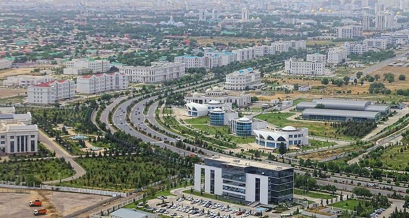Aszchabad, stolica Turkmenistanu, fot. Bjørn Christian Tørrissen / licencja cc-by-sa 4.0