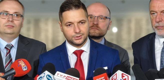 """Pytany, kiedy nowy projekt resortu trafi do Sejmu, powiedział, że """"w tym roku na pewno trafi"""". """"Konsultacje pewnie potrwają około miesiąca i następnie jest droga już czysto legislacyjna sejmowa"""" - powiedział Jaki."""