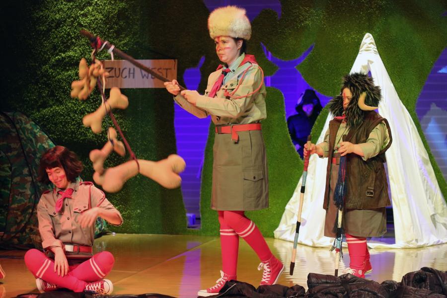 """""""Indianie"""" w warszawskim Nowym Teatrze, fot. Grzegorz Press"""