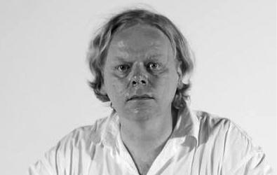 """Krzysztof Paweł Bogocz reżyser i dokumentalista, producent i scenarzysta, muzyk i kompozytor. Jeden z najbardziej utytułowanych twórców wideoklipów (m.in. dla Dżemu, SBB, Izraela, Pogodno, Homo Twist, Łez, Püdelsów, Negatywu, IRA, Agressivy 69, Kazika Staszewskiego, Lecha Janerki, Big Cyca). Kilka dni temu miała miejsce premiera jego kolejnego filmu pt. """"Happy Olo"""", o Aleksandrze Dobie, kajakarzu, który trzy razy przepłynął Atlantyk"""