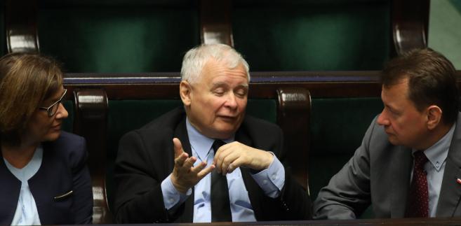 Propozycja PiS i prezydenta ma bezpiecznik na wypadek, gdyby cała opozycja zbojkotowała wybór. Wówczas w następnym kroku można zgłosić kolejnych kandydatów. Tak by w sumie wybrano ich 15.